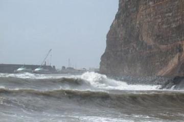 Galerie: Die besten Aussichten 2004 ocean dramaticwaves01 20040221 Finca Argayall (La Gomera)