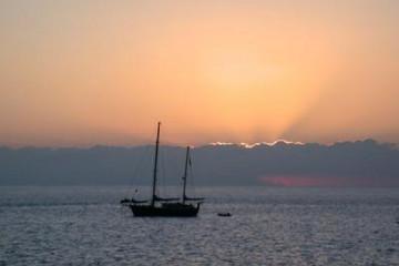 Galerie: Die besten Aussichten 2004 ocean sunsetwithboats03 20040507 Finca Argayall (La Gomera)
