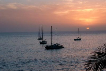 Galerie: Die besten Aussichten 2004 ocean sunsetwithboats06 20040212 Finca Argayall (La Gomera)